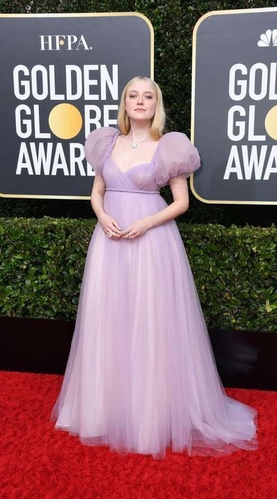 gallery_slider_2_thumb_Golden_globes_2020_red_carpet_arrivals_all_looks_-_fustany-Dakota_Fanning-getty-images